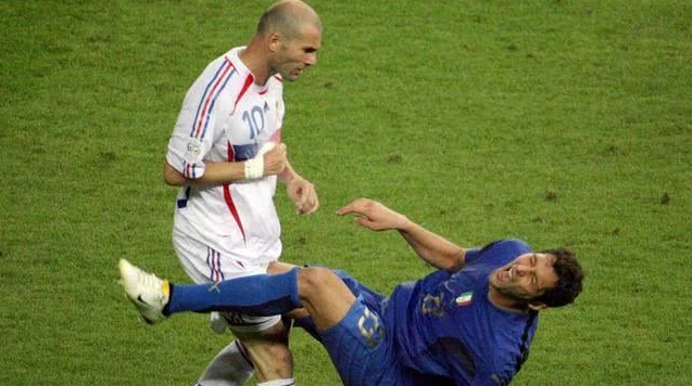 Materazzi: No regañó a la madre de Zidane en la final de la Copa del Mundo, casi destrozada por el italiano después de ganar el campeonato.
